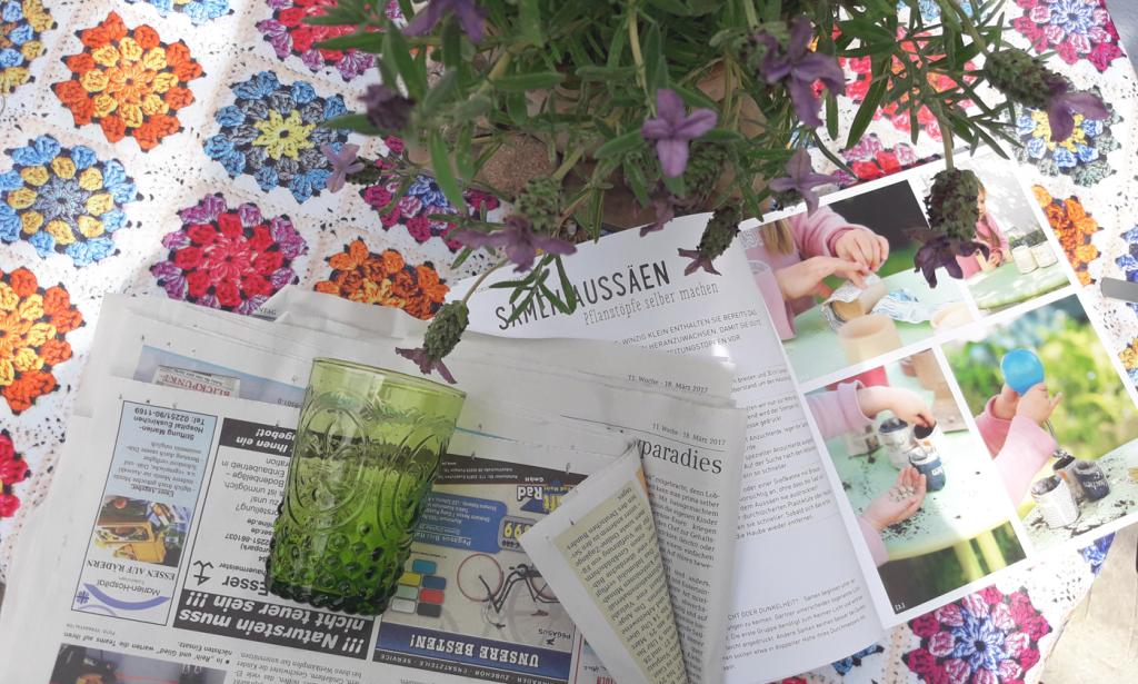 """Pflanztütchen selber machen: Das Buch """"Gartenprojekte für Kinder"""" erklärt, wie es geht. Foto: Kristin Steffan"""