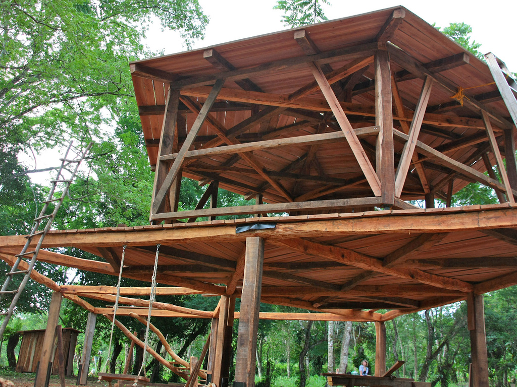 Dieses Stelzenhaus entstand komplett aus Zapatero-Durchforstungsholz. Foto: ForestFinance