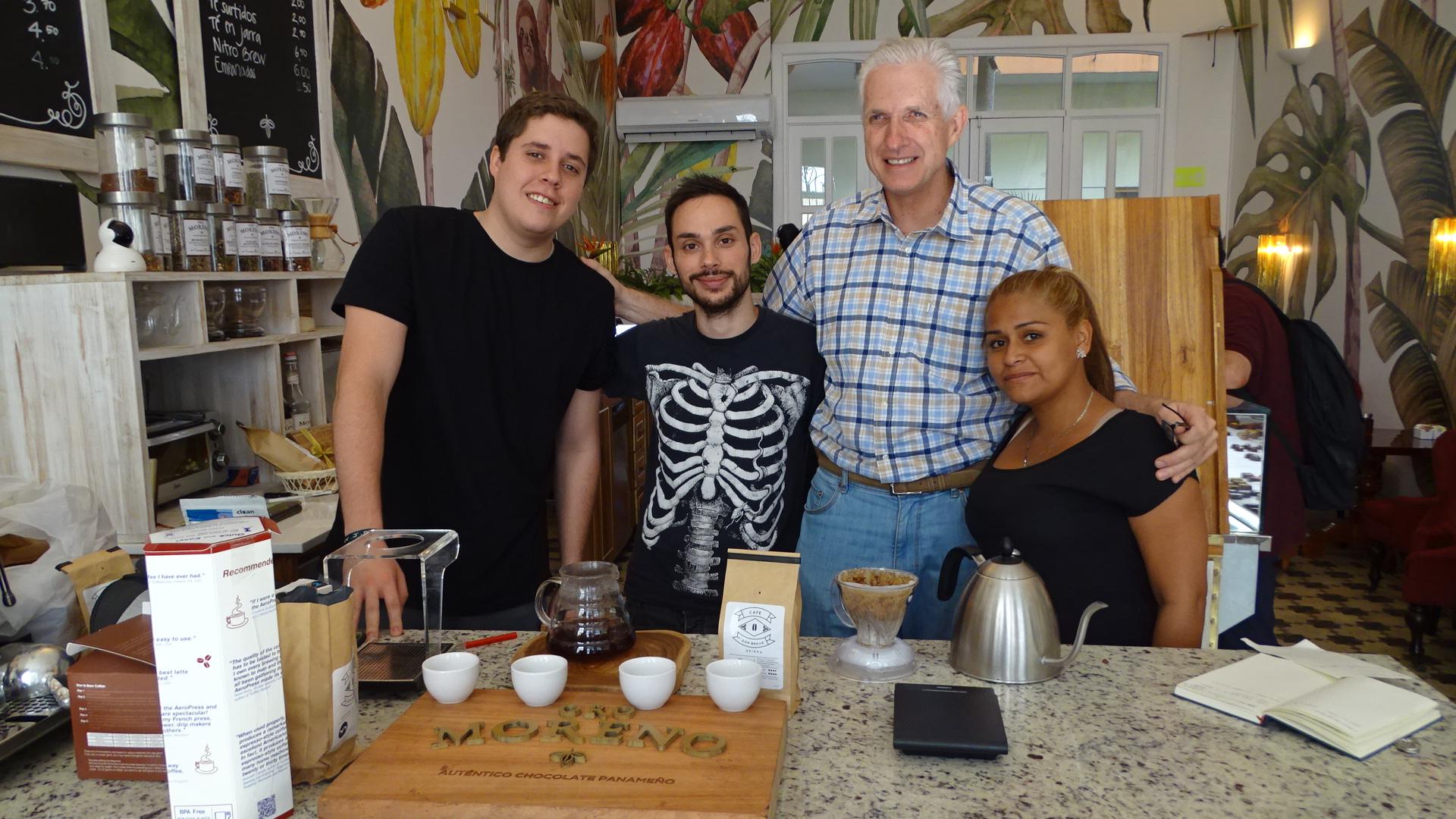 Das Team: Johanes Müller, Jonathan Vaz (Barista), Stefan Müller (Café Don Benji) und Yurianis Colindre. Foto: ForestFinance