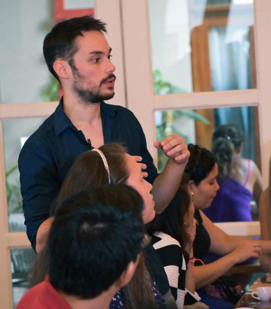 Barista Jonathan Vaz in seinem Element, der Welt des Kaffees. Foto: ForestFinance