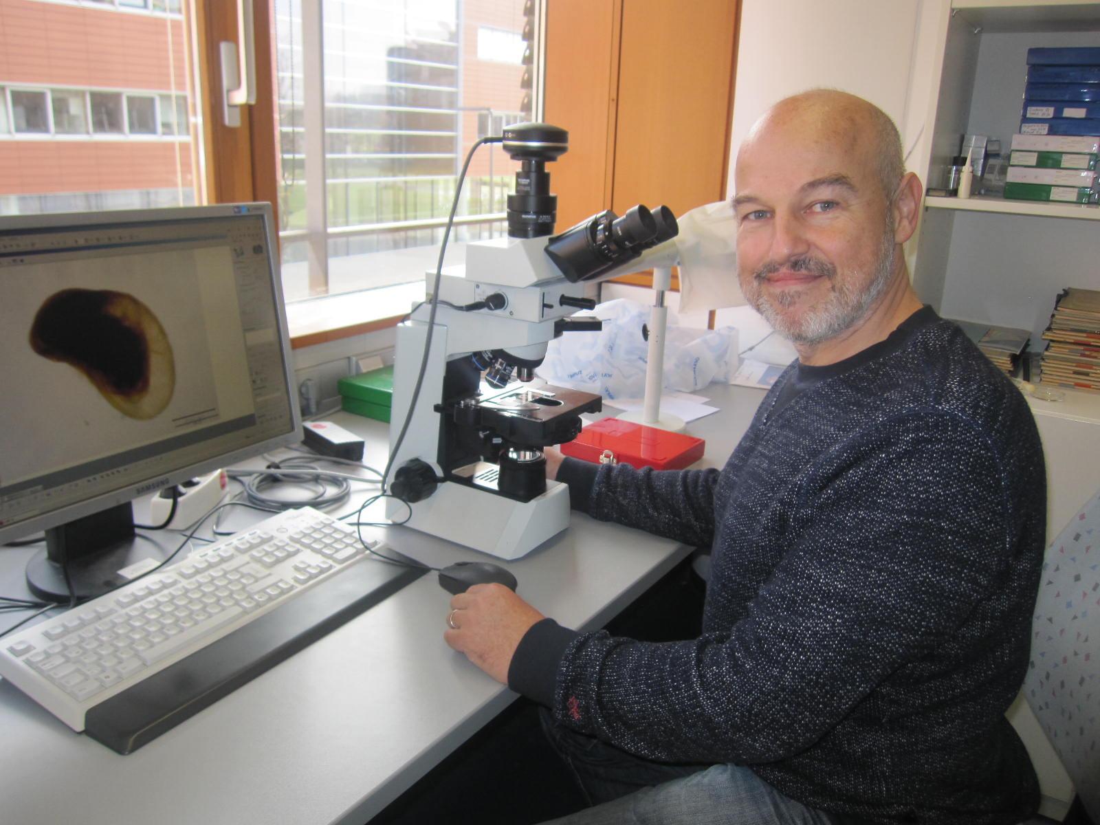 "Der ""Wutforscher"" am Arbeitsplatz: Artenforscher Prof. Dr. Michael Schrödl. Foto: privat"