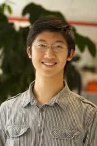 """Andrew Wu, Co-Autor der World Resources Institute-Studie """"Roots of Prosperity"""" und Spezialist für Naturschutzfinanzierung und Umweltökonomie. Er hat Projekte zur Renaturierung degradierter Wälder untersucht und dabei die Arbeit von ForestFinance als zukunftsträchtig herausgehoben. Foto: privat"""