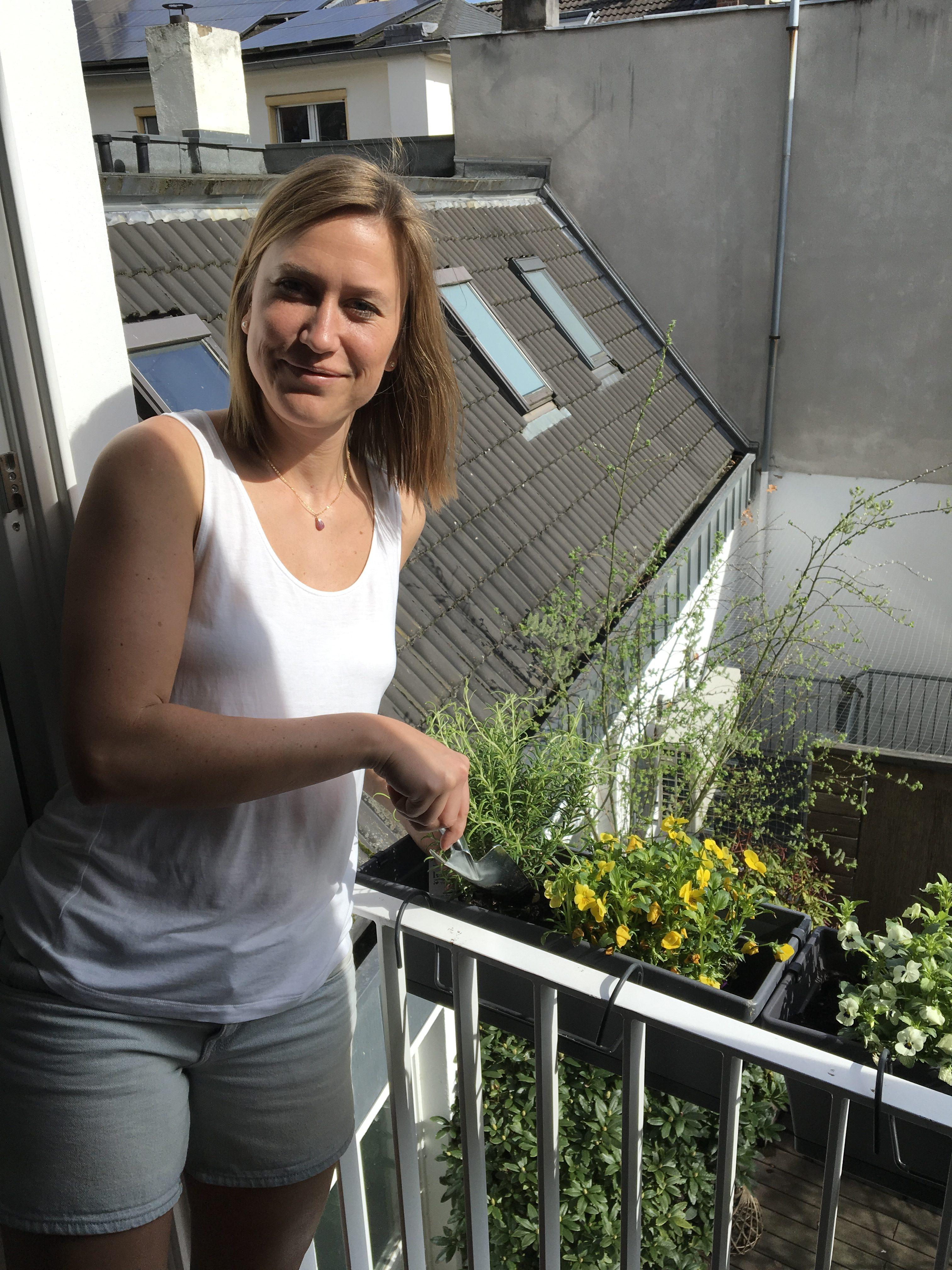 Nina Rattay läuet auf ihrem Balkon mitten in der Bonner City die Pflanzsaison ein. Foto: privat