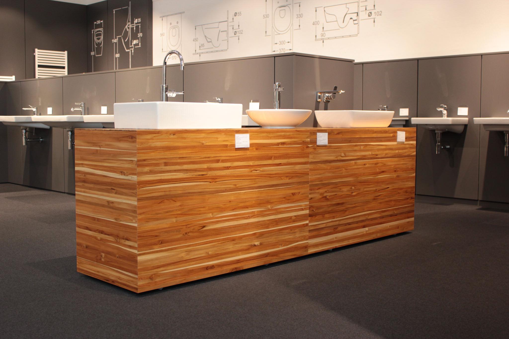 Sideboard aus ForestFinance-Holz präsentiert