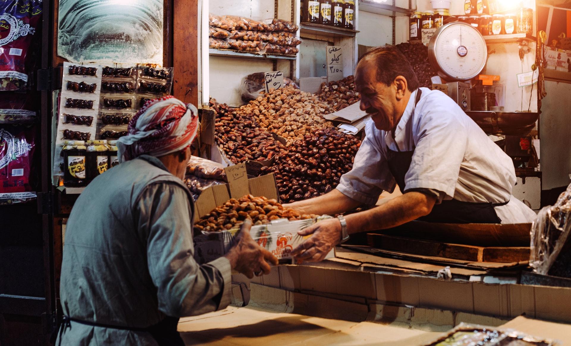 Datteln auf einem Markt