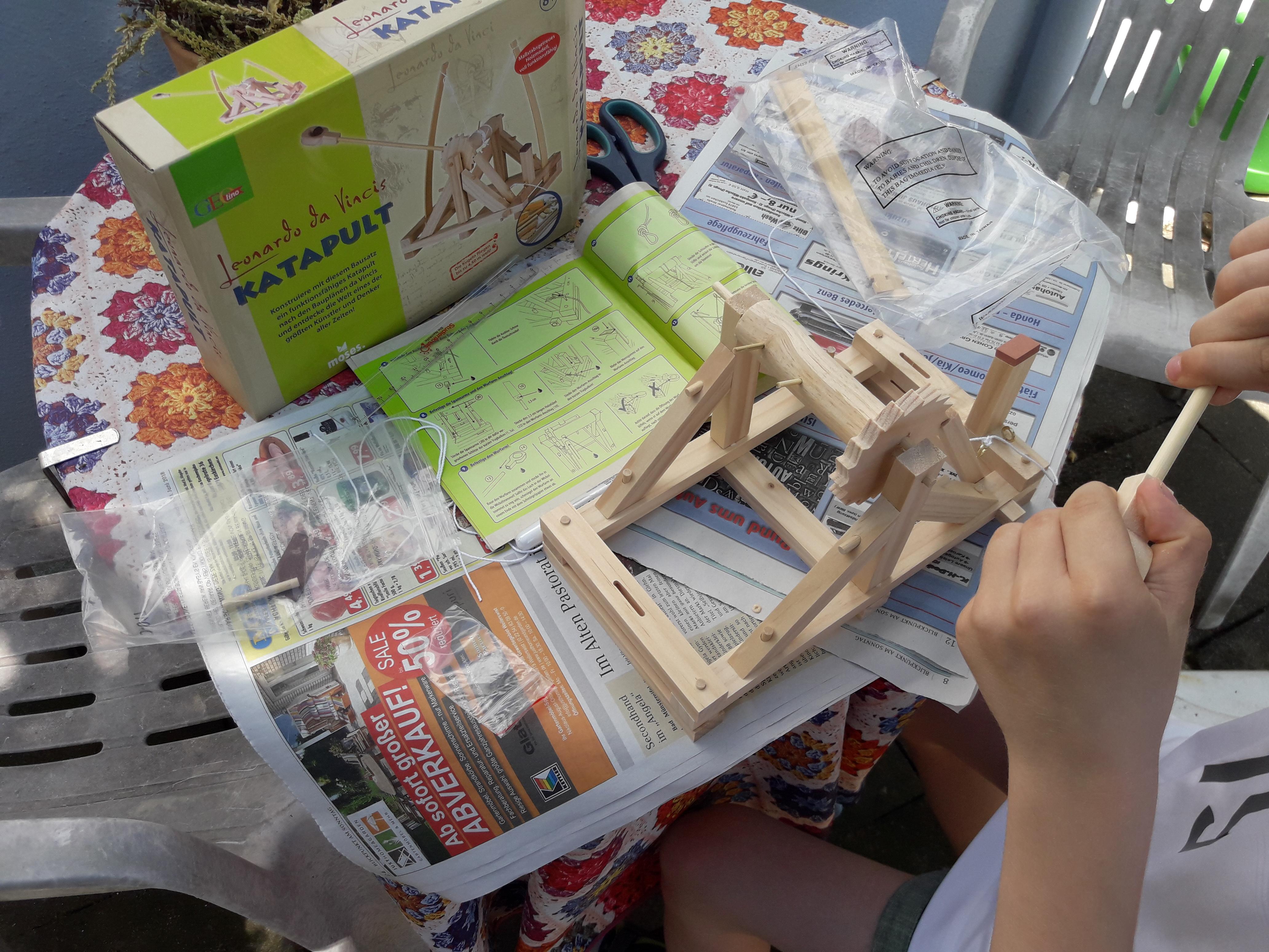 Das richtige Geschenk für junge Architekten: das Katapult von GEOlino. Foto: Kristin Steffan/ForestFinance