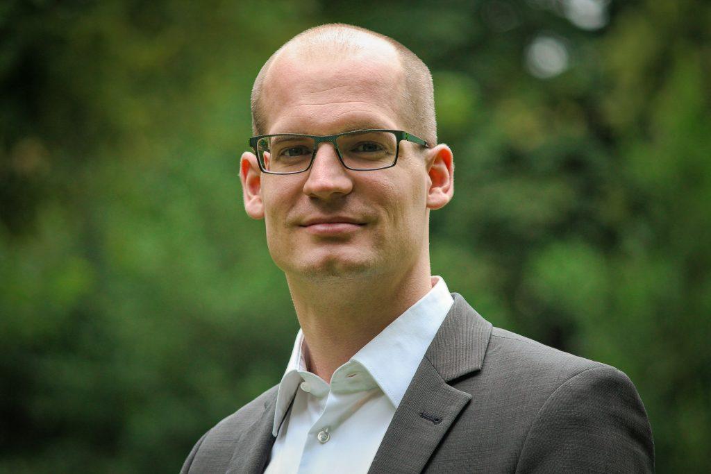 Julian Ekelhof, Director CO2OL Climate Solutions, entwickelt das Angebot und die Marke von CO2OL und ist Ansprechpartner für Unternehmenskunden, Projektentwickler und sonstige Partner.