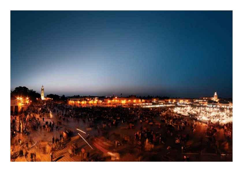 Der berühmte Marktplatz in Marrakesch Djemaa el Fna erwacht nach Sonnenuntergang zum Leben.