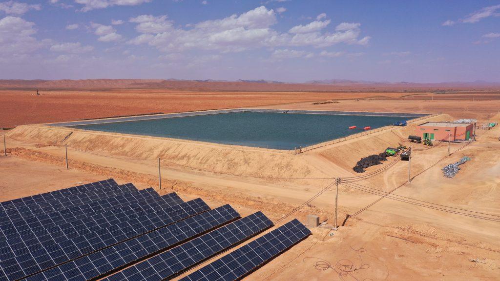 Wasserspeicher und Solarpanels in Marokko